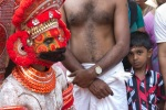 Crowd awaits anxiously for the Theyyam performance